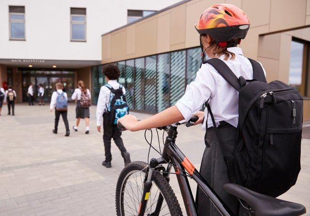 на велосипеді до школи